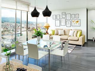 Una sala de estar llena de muebles y una gran ventana en KOA Park