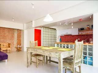 Una sala de estar llena de muebles y una mesa en Departamento en venta en Condesa de dos recamaras