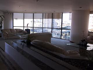 Una sala de estar llena de muebles y una ventana en Departamento en venta  en Bosque de las Lomas de 500mt2