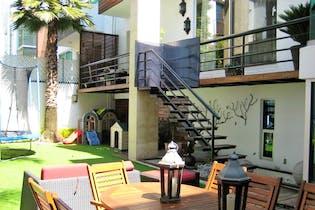 Hermosa Residencia con Excelentes Acabados, Muy Iluminada. $17,500,000.00.