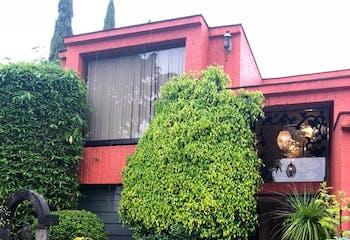 Venta de Casa en Loma de Valle Escondido con jardin muy amplio