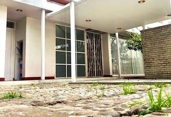 Casa en Venta en Arboledas con vigilancia