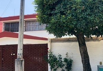 VENTA DE CASA EN LAS ARBOLEDAS EN EXCELENTE UBICACIÓN