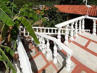 Una vista de una valla y un puente en Casa en venta en Casco Urbano Anapoima de 1 alcoba