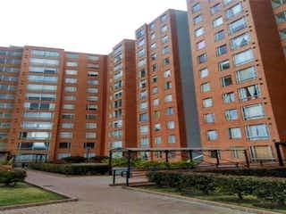 Un edificio alto con muchas ventanas en Apartamento en venta en gran granada