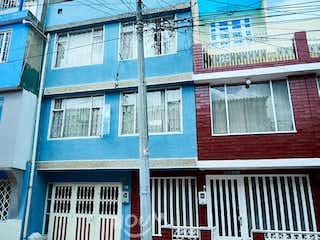 Casa en José María Carbonel, Bosa Central. 7.0 habitaciones. 260.0 m2