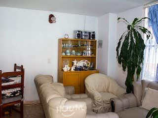 Una sala de estar llena de muebles y una ventana en Casa en El Tintal, Castilla. 3 habitaciones. 60 m2