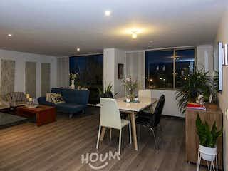 Una sala de estar llena de muebles y una mesa en Apartamento en Ginebra, Usaquén. 3 habitaciones. 95 m2