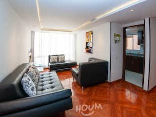 Una sala de estar llena de muebles y una televisión de pantalla plana en Apartamento en Gratamira, Niza. 3 habitaciones. 82 m2