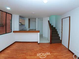 Un cuarto de baño con lavabo y ducha en Apartamento en Chapinero Norte, Chapinero. 1 habitación. 39 m2