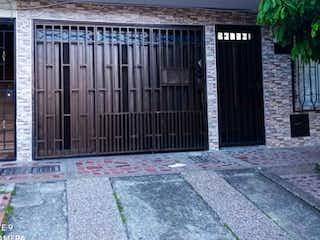 HERMOSA Y AMPLIA CASA CON GARAJE EN BUENOS AIRES MEDELLIN DE 136 MTS.