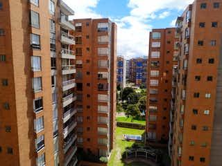 Un gran edificio en medio de una ciudad en Apartamento en venta en Cedro Golf, 104m² con Piscina...