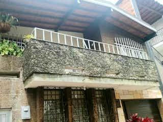 Casa en venta de 246m2  en La America, Medellín. Antioquia