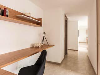 Una vista de un baño desde el pasillo en Apartamento en Manzanares de la Cuenca en Envigado