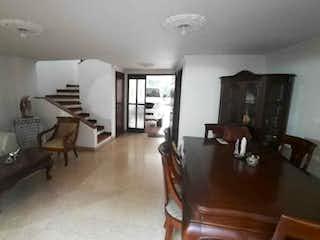 Casa de 204m2 en Envigado sector la Sebastiana