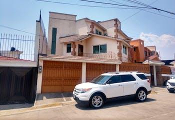 Venta Casa Lomas de la Hacienda Amplia e Iluminada
