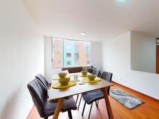 Un comedor con una mesa y sillas en Apartamento en venta en Hayuelos Reservado, 63m² con Jardín...