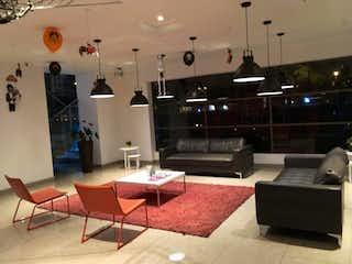 Una sala de estar llena de muebles y una mesa en Gran Reserva De Rioja