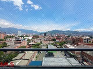 Una vista del horizonte de una ciudad en una ciudad en Ravello