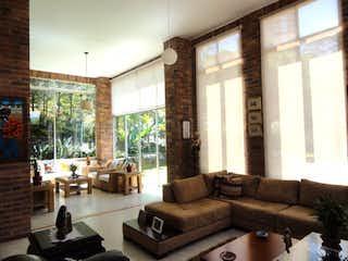 Casa en venta en Loma Del Atravezado de 320m²