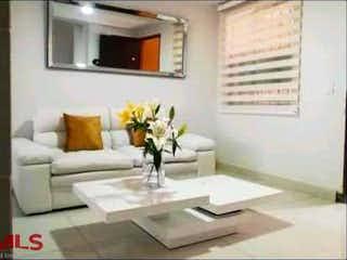 Una sala de estar llena de muebles y una ventana en Guaduales De Sausalito