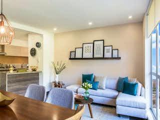 Una sala de estar llena de muebles y una mesa en Alameda 170