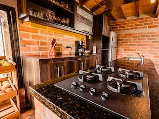 Una estufa encima del horno sentado dentro de la cocina en Finca en Venta EL SANGO