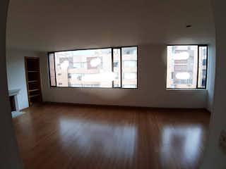 Una televisión de pantalla plana montada en una pared en una habitación en Apartamento en venta en Bella Suiza 84mt