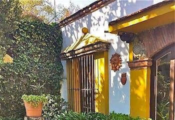 Excelente Casa Señorial Mexicana en Calle Cerrada. 600 m². Doble Jardín