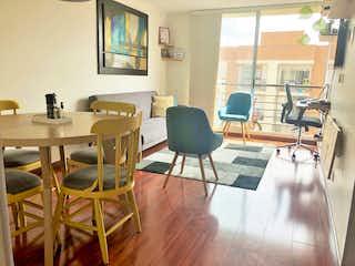 Una sala de estar llena de muebles y una mesa en VENDO APARTAMENTO EN SANTA HELENA
