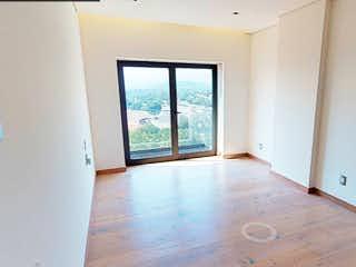 Un baño con un lavabo y una ventana en Spazio Torre San Ángel