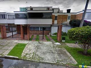 Casa en venta en Engativá Pueblo con acceso a Gimnasio