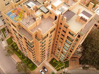 Un edificio muy alto con muchas ventanas en Cenit de la Cabrera