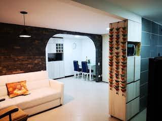 Una sala de estar llena de muebles y una chimenea en Apartamento en venta en San Diego con Zonas húmedas...