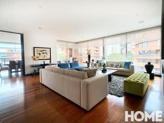 Una sala de estar llena de muebles y una gran ventana en EXCLUSIVO APTO CON ESTUDIO, TV ROOM Y TERRAZA, Cuatro Alcobas