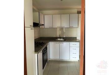 Se Vende Apartamento En Poblado - Castropol, cuenta con 3 habitaciones.