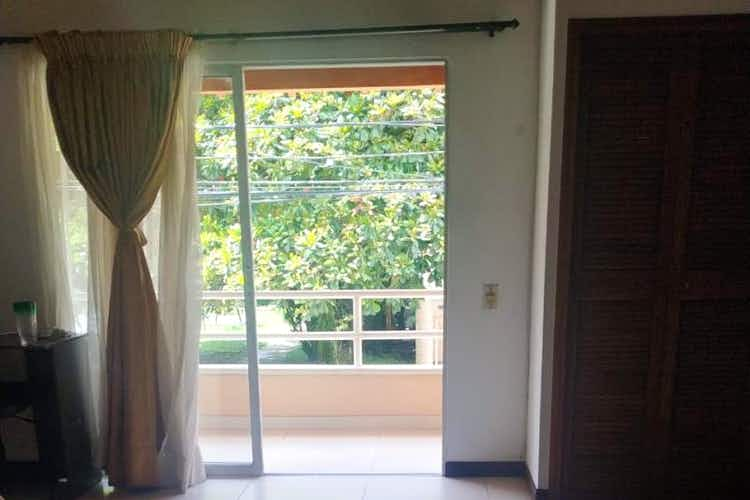 Portada Casa En Venta En Medellin-La Mota, cuenta con 3 niveles y 3 habitaciones.