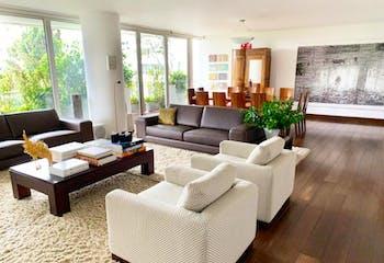 Apartamento En Venta En Bogota-Los Rosales, cuenta con 3 habitaciones.