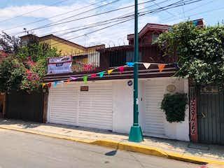 Amplia casa de 3 niveles en venta en Paseos del Sur, Xochimilco