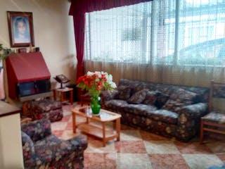 Una sala de estar llena de muebles y una chimenea en Venta de casa en Modelia, Tres Alcobas