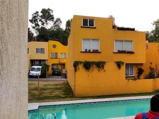 Hermosa casa en condominio horizontal con alberca