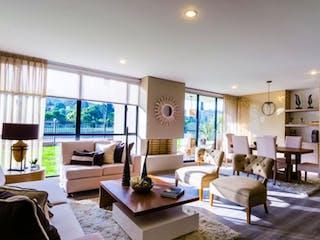Una sala de estar llena de muebles y una mesa en venta de apartamento en Suba, Tres Alcobas