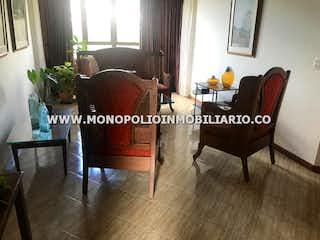 Una sala de estar llena de muebles y una gran ventana en PORTAL DEL RODEO 805