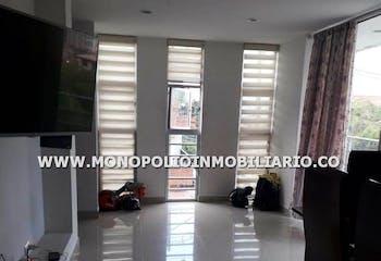 Apartamento en Barrio Cristobal, La America con 3 alcobas