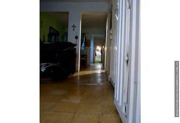 Casa en Manrique Central, Medellin - Con local comercial