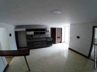 Cocina con nevera y horno de fogones en Apartamento en Jardines de la Católica - Tres alcobas