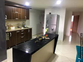 Una cocina con una estufa de fregadero y nevera en Apartamento en el sector La Estrella - Tres alcobas