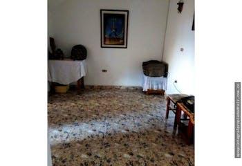 Casa en Aranjuez, Medellín, Cinco alcobas
