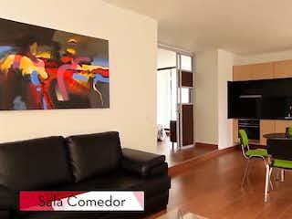 Una sala de estar llena de muebles y una televisión de pantalla plana en Sakura
