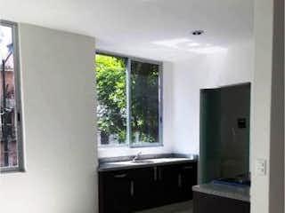 Un cuarto de baño con lavabo y un espejo en Departamento en venta en Alamos con elevador